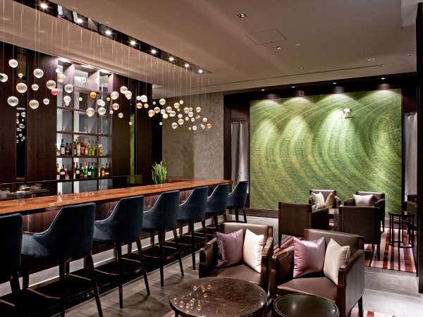 ラウンジとバーを兼ね揃えた 「THE Bar」は夜12:00まで営業しています。