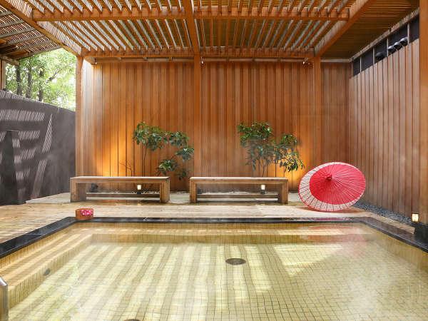 木漏れ日の庭園露天風呂