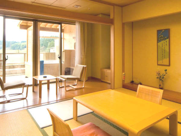 【露天風呂付和室】落ち着いた和室に専用の露天風呂が付いたお部屋です。