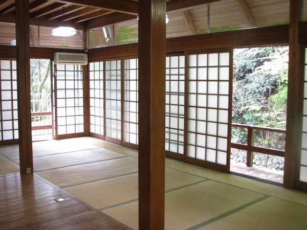 ◆犬鳴山荘◆内装。吹き抜けの天井で、ロフトがあります。