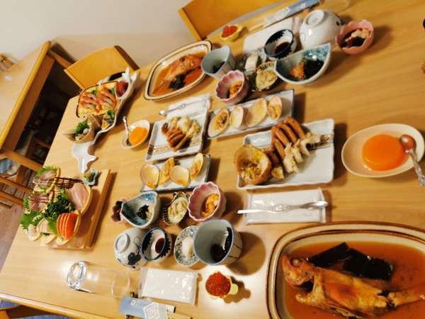 一番お高いプランの夕食2人前の一例。安いものに美味いものなし※毛ガニは12~2月限定です。