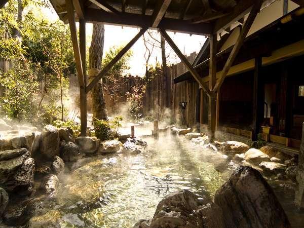 【大浴場:露天風呂】箱根の四季の自然を全身で堪能♪
