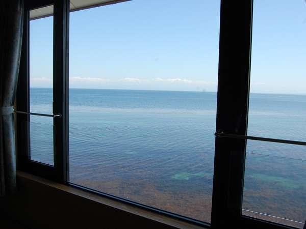 ● 感動 ● 大きな窓からは富山湾が一望できます。