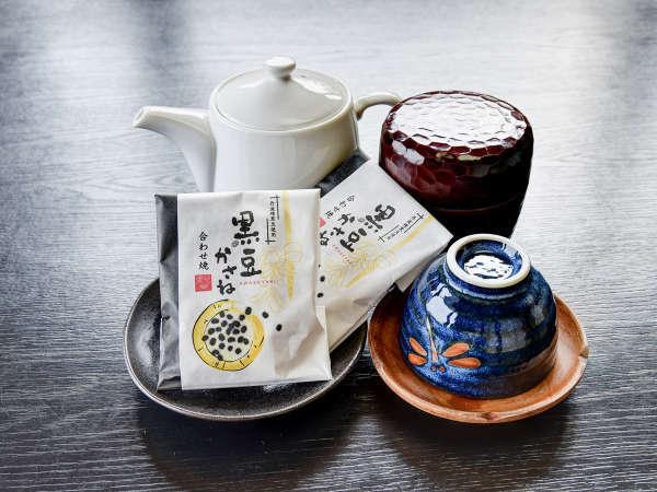*● お茶菓子 ● お部屋にご準備しております。