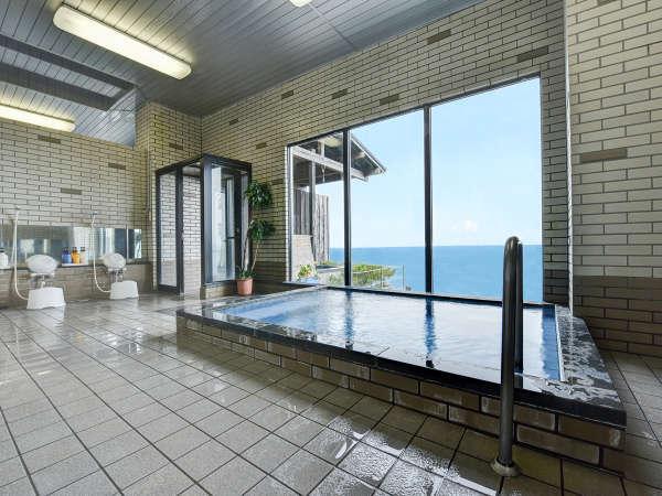 *● 大浴場 ● 内湯からも抜群の景観
