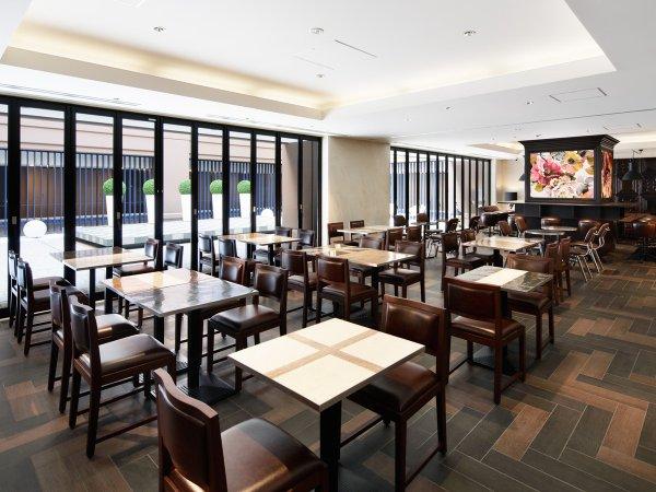 【朝食会場】広々とした開放的な空間でご朝食をお召し上がり頂けます。