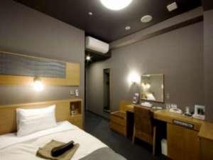 【シングルルーム】16㎡の広いお部屋にシモンズ社のゆったりベッド☆
