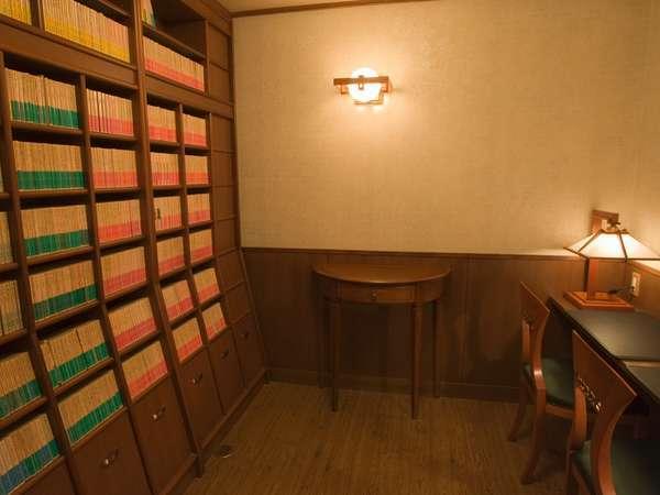 岩波文庫と中公新書約2.000冊を所有する松島文庫は1階にございます。