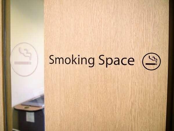 ◆1階喫煙ブース入口