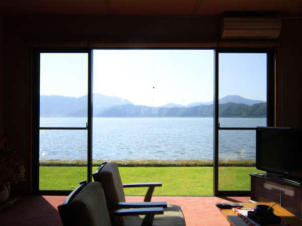 三方五湖のふもと、湖畔に最も近き日本旅館から望む景色にうっとり…
