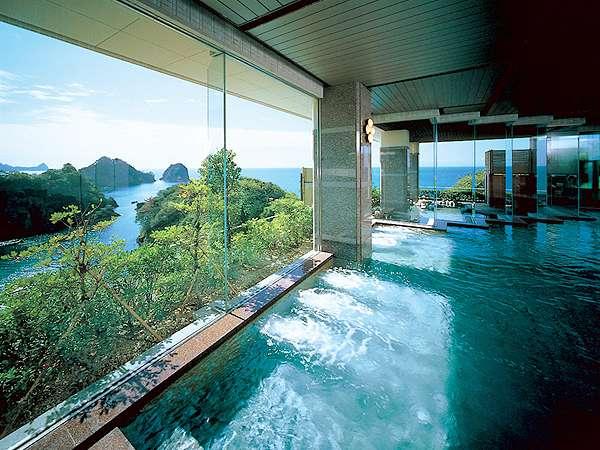 【大浴場】大浴場の内湯からも堂ヶ島の絶景を一望できます