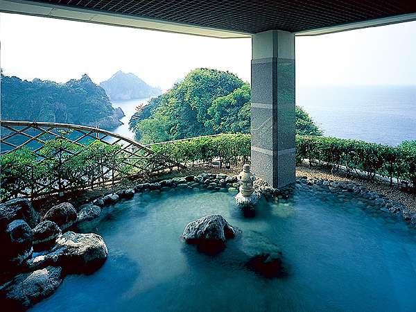 【露天風呂】広大な海と島々を眺めながら温泉に浸かるとっておきの一時♪