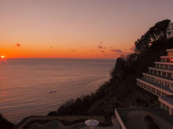 館内から夕陽が見えるのは、10月中旬から3月中旬限定です
