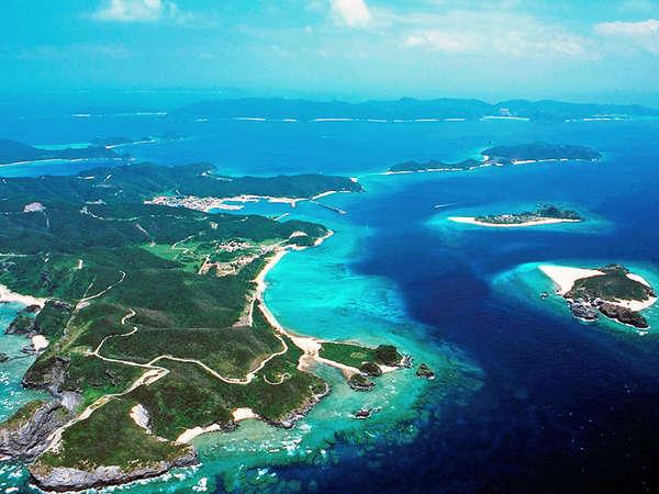 *世界でも有数の透明度を誇るケラマ諸島の海はダイビングやホエールウォッチングのポイントとして大人気!