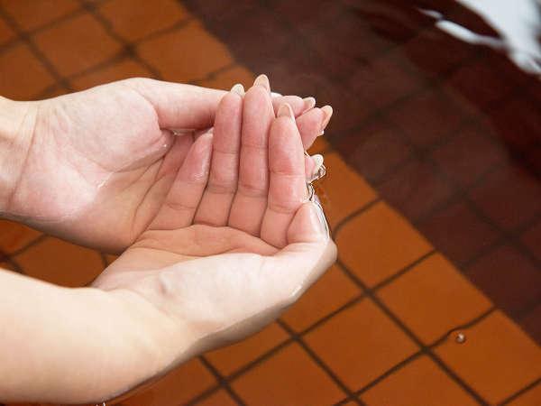 *【モール温泉】植物性由来の茶褐色のお湯。『美肌の湯』と呼ばれ、肌もツルツルに。
