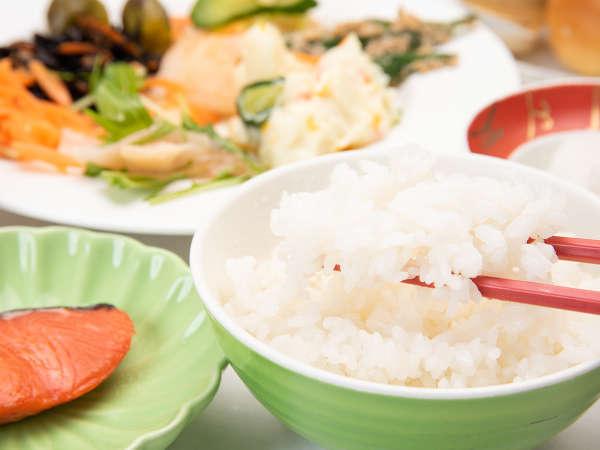 *【朝食一例】大潟村産のあきたこまちは、お客様からもご好評いただいております!