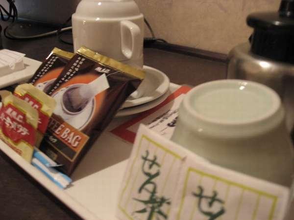 お部屋に入ったらまずゆっくりとコーヒーやお茶を飲んでおくつろぎください。