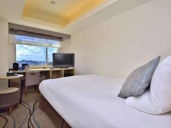 【スタンダードダブル/17平米】ベッド幅150cmサイズをご用意。ゆったりと快適にお過ごし頂けます。