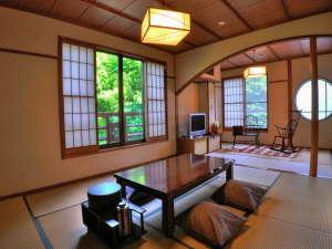 こちらは和室のお部屋です。隣にベッドルームもございます。