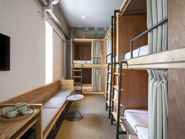 バンク6-A☆2段ベッドが3台とリビングセットのあるお部屋です。