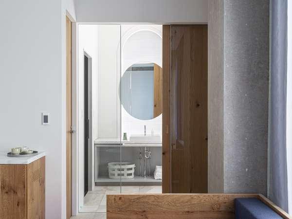 ジュニアスイート☆洗面・バス・トイレが独立していますのでゆっくりとお風呂に入れます。