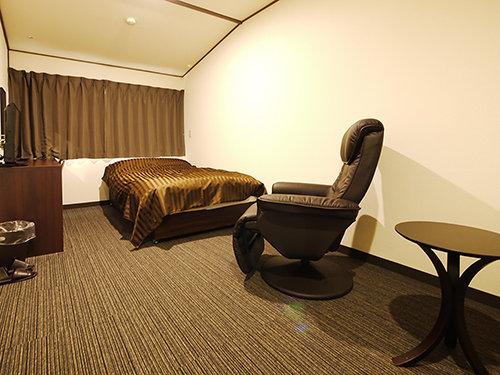 本館ダブルのお部屋 1つのベッドでお二人で。 カップル向けのお得なお部屋。