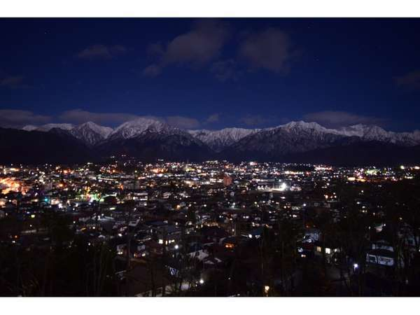 大町山岳博物館から撮影した大町市