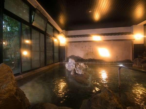 【大浴場 男湯】河童の湯 風情ある広い岩風呂で旅の疲れを癒して下さい。
