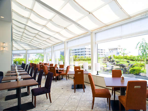 ホテル5階レストラン カメリア