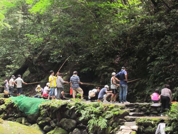 皇子原公園で人気のニジマス釣りは驚くほど釣れるとリピーターさま多数!