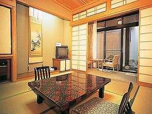 夕食をお部屋でゆったりと頂くプランの露天風呂付き客室(一例)
