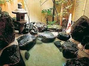 岩造りの貸切露天風呂は無料で利用OK♪