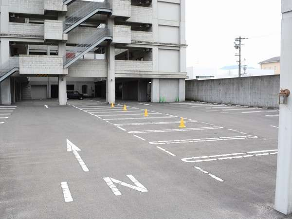 広々とした無料駐車場大型も駐車できます。(要予約)