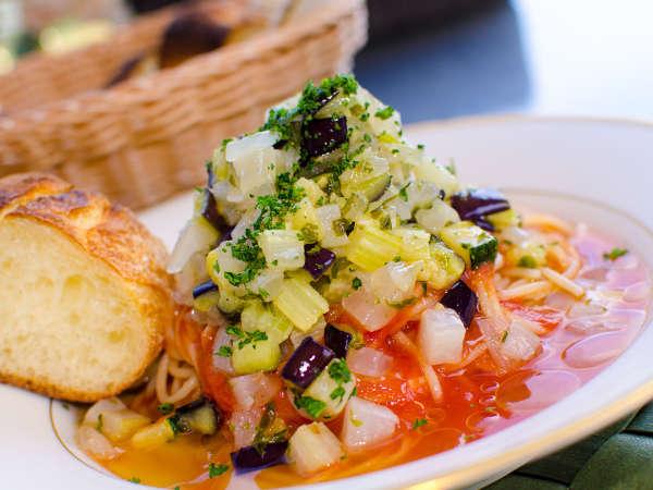 自家製無農薬野菜を使用した創作料理