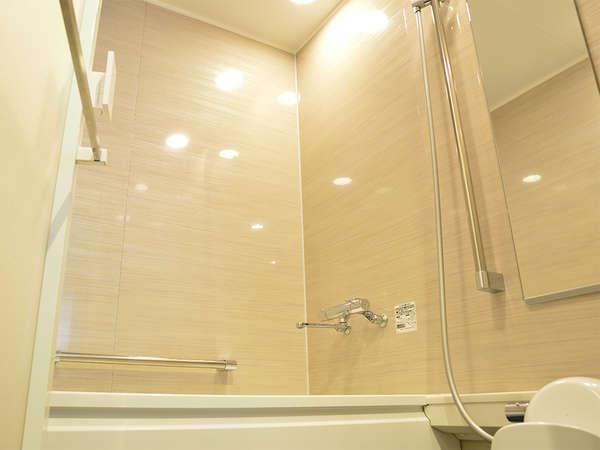 【風呂】デラックスシングル バスルームには洗い場がついております。