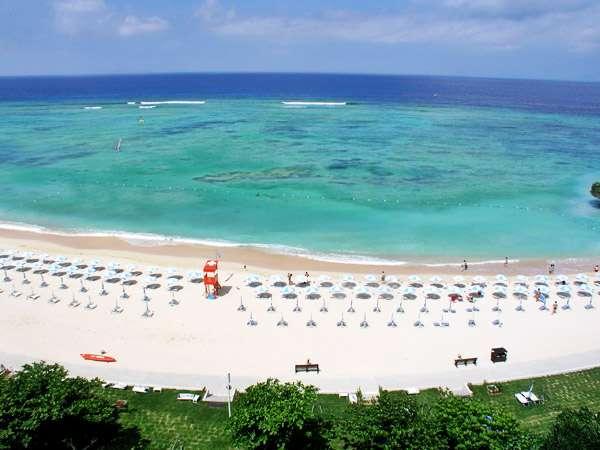 沖縄本島屈指の透明度を誇るニライビーチ☆水平線を見渡せる場所でのサンセットは感動です!