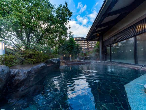 【加賀浴殿】本館北大浴場(男湯)の露天風呂