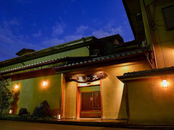*【外観】行灯は毎晩ロウソクに火を灯しております。優しい灯りが玄関を照らします。