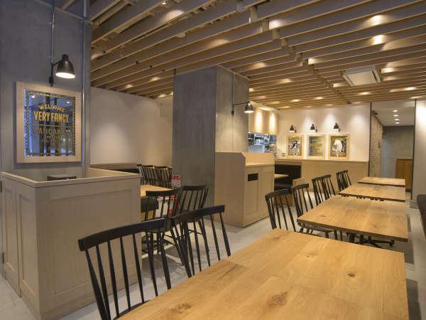 ホテルに併設されるパンケーキ専門店カフェ「VERYFANCY」