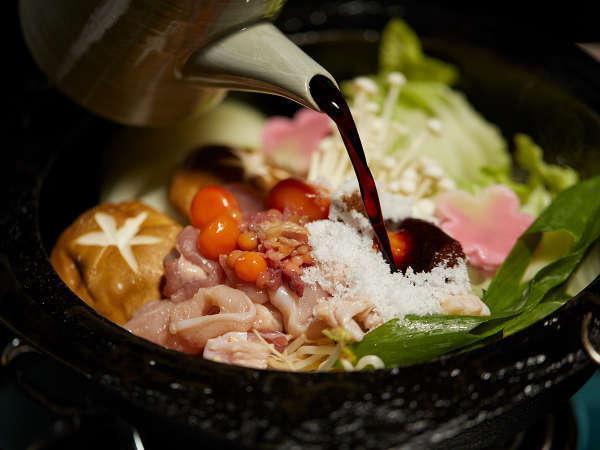 【京地鶏すきやき一例】かみしめると地鶏の旨みが口いっぱいに広がります
