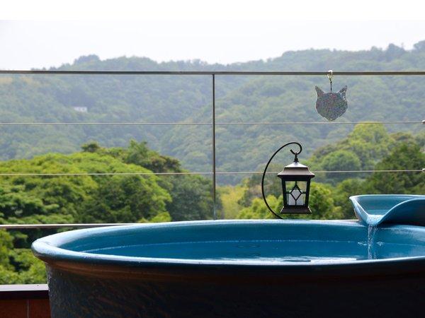 【ツイン(18㎡)】客室専用露天風呂:早朝,野鳥のさえずりに目を覚まし,朝湯を楽しんで