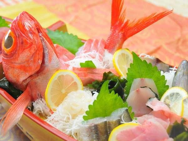 「地金目(鯛)」とは,伊豆七島の伊豆大島から神津島にかけての西側で獲られたものです。