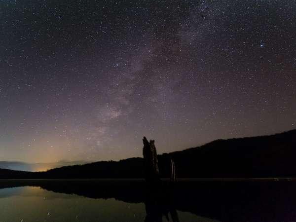 夜の環湖荘は余計な外灯もなく、晴天時は満点の星空が望めます。