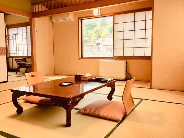 客室12畳+4.5畳和室 湯畑展望部屋