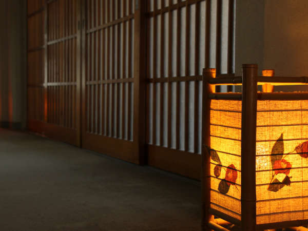 ほっこり温かい雰囲気の1階の廊下☆