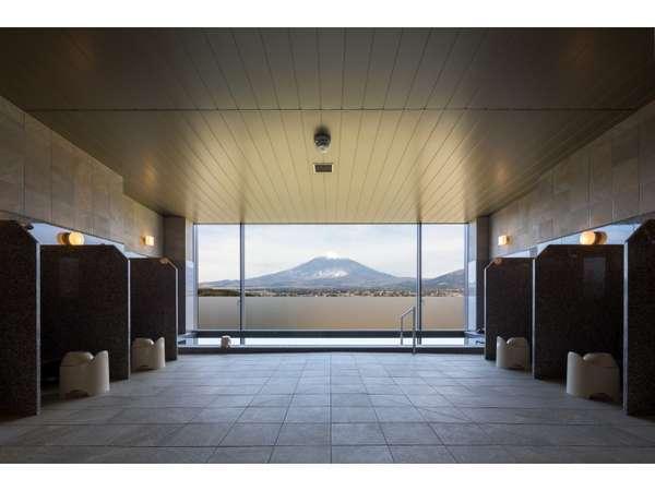 大浴場(天然温泉使用)ここからも富士山が一望できます ※2階