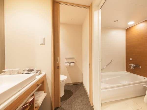 バス、トイレ、洗面台の三点分離タイプ