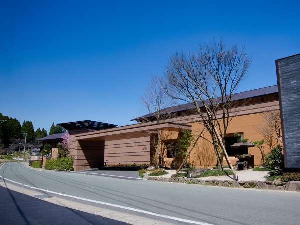 外観 平山温泉のランドマーク施設として2018年3月16日リニューアルオープン!
