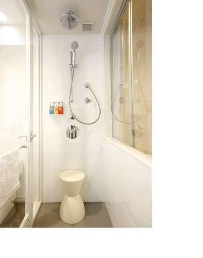 レインシャワールーム専用のシャワーブース【バスタブは御座いません】