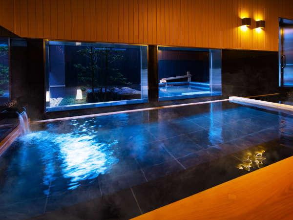 【大浴場】源泉かけ流しの浴槽も備えた内風呂